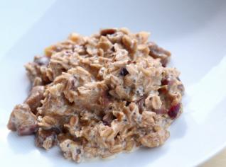 Fotografie k receptu Ovesná kaše se sušeným ovocem a chia semínky