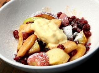 Fotografie k receptu Jablka s brusinkami a vanilkovou zmrzlinou