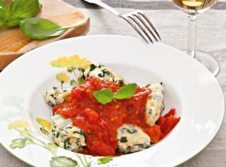 Fotografie k receptu Špenátové noky s ementálem a omáčkou z čerstvých rajčat