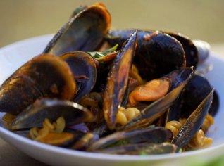 Fotografie k receptu Fusilli se slávkami a rajčatovou omáčkou