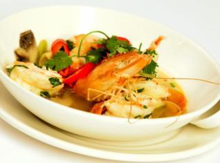 Fotografie k receptu Tom yum Koong (Pálivá polévka s krevetami a citrónovou trávou)