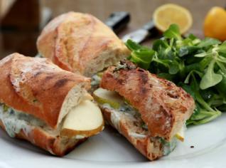 Fotografie k receptu Sendvič s hruškou a modrým sýrem