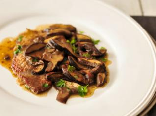 Fotografie k receptu Scaloppini di vitello con funghi (Telecí plátky s houbami)