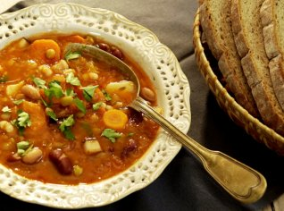 Fotografie k receptu Bohatá luštěninová polévka