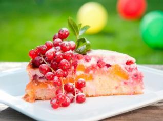Fotografie k receptu Torta di pesche e ribes (Dort s broskví a rybízem)