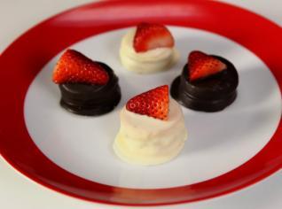 Fotografie k receptu Piškotový minidesert s čerstvou jahodou