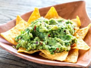 Fotografie k receptu Totopos con guacamole (Tortilové chipsy s quacamole)
