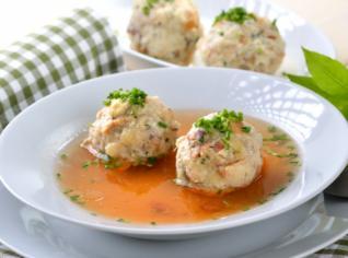Fotografie k receptu Canederli alla tirolese (Polévka s tyrolskými knedlíčky)
