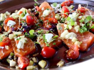 Fotografie k receptu Sashimi z lososa se salátkem
