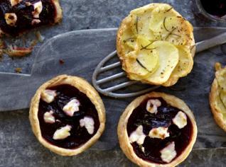 Fotografie k receptu Slané koláčky s červenou řepou a kozím sýrem a se sýrem a bramborami