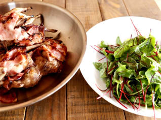 Fotografie k receptu Křepelka se salátem ze šťovíku