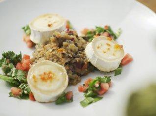 Fotografie k receptu Lilek se zapečeným kozím sýrem