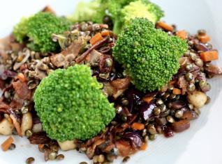 Fotografie k receptu Zelená čočka s pancettou a brokolicí