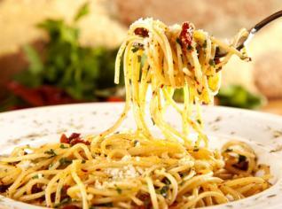 Fotografie k receptu Aglio olio e peperoncino (Špagety s česnekem a feferonkou)