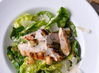 Fotografie k receptu Salát Caesar s grilovaným kuřetem