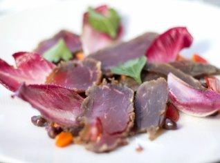 Fotografie k receptu Hovězí naložené v soli s fazolovým salátem