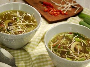 Fotografie k receptu Pikantní kuřecí vývar se zázvorem a chilli