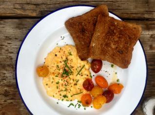 Fotografie k receptu Míchaná vejce s restovanými rajčaty