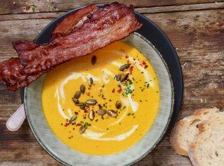 Fotografie k receptu Dýňová polévka se slaninovými chipsy