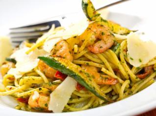 Fotografie k receptu Linguine gamberi e zucchine (Krevety s pastou)