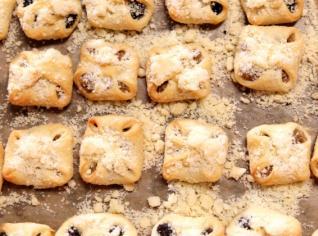 Fotografie k receptu Svatební koláčky (čtvercově vázané)