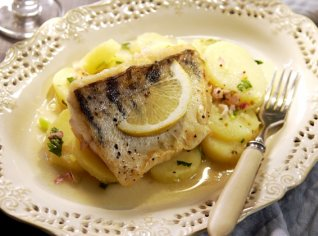 Fotografie k receptu Candát na ryzlinku s francouzským bramborovým salátem