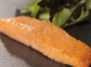 Fotografie k receptu Uzený losos s pomerančovo-zázvorovým dresinkem