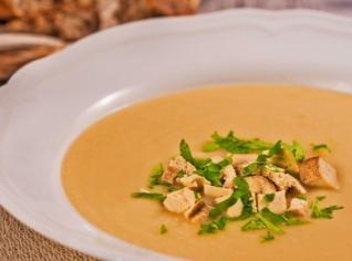 Fotografie k receptu Petrželová polévka s modrým sýrem