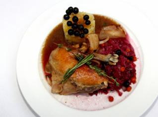 Fotografie k receptu Perlička na rozmarýnu s červeným zelím