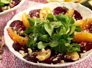 Fotografie k receptu Salát z červené řepy, pomerančů a oříšků