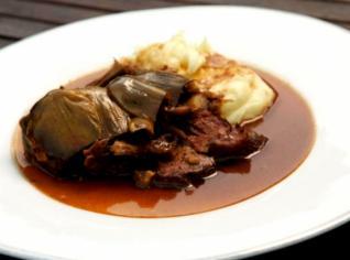 Fotografie k receptu Stracotto Ai Carciofi (Dušené hovězí s artyčoky)