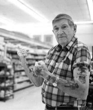 Tetování stárnou společně s jejich majiteli
