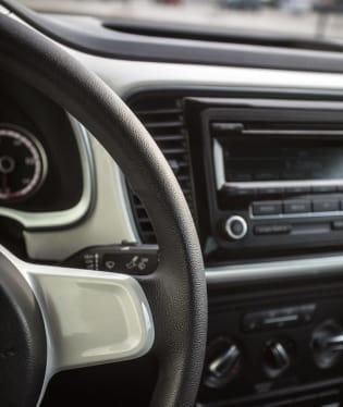Volkswagen Beetle 1.2 TSI interiér 9