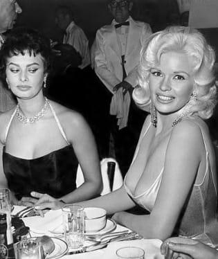 Sophia Loren očividně žárlí na kolegyni Jayne Mansfield