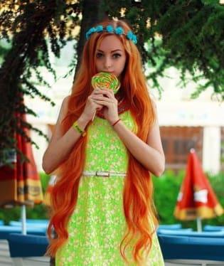 Vzhled Barbie si Alina zajišťuje jen pomocí make upu a kontaktních čoček.