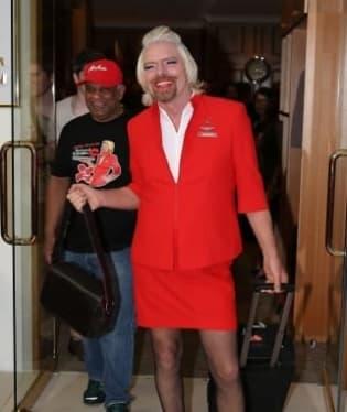 Branson si musel obléknout sukni kvůli prohrané sázce