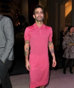 Marc Jacobs si navrhl šaty
