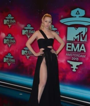 Iggy Azalea ukázala na cenách MTV rozkrok