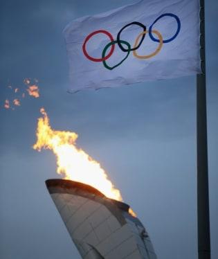 Rusové v Soči pokusně zapálili olympijskou pochodeň, aby si ověřili, že zahajovací ceremoniál zimní olympiády nepoznamenají technické problémy. Olympijské hry startují v pátek 7. února.