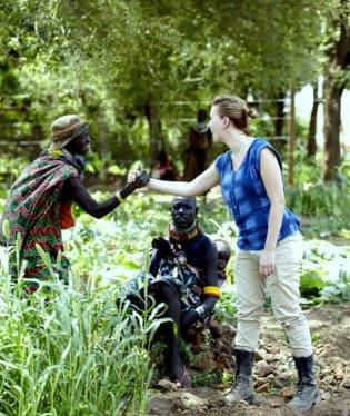 Scarlett Johansson už není velvyslankyní mezinárodní humanitární organizace Oxfam. Ve funkci skončila po osmi letech kvůli silné kritice, kterou sklízí za to, že v reklamě podpořila izraelskou společnost SodaStream, která má fabriku na palestinském území.