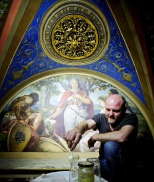 Nástropní malby Národního divadla od Mikuláše Alše a Františka Ženíška se opět dočkaly renovace. Malby se obnovují prakticky každých 20 let kvůli velkému provozu divadla. Jde o druhou etapu renovace, první etapa skončila loni v květnu.