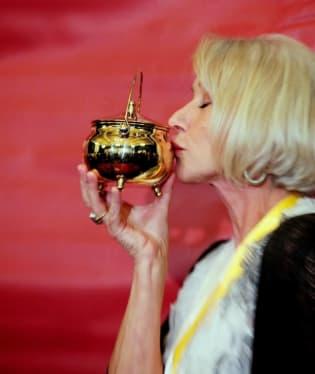 Z prestižního titulu Žena roku od harvardského divadelního sdružení Hasty Pudding Theatricals se letos těší britská herečka Helen Mirrenová.