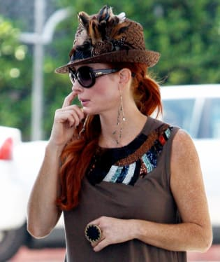 Herečka Phoebe Price u benzinové pumpy... že by ji zaskočila cena benzínu?