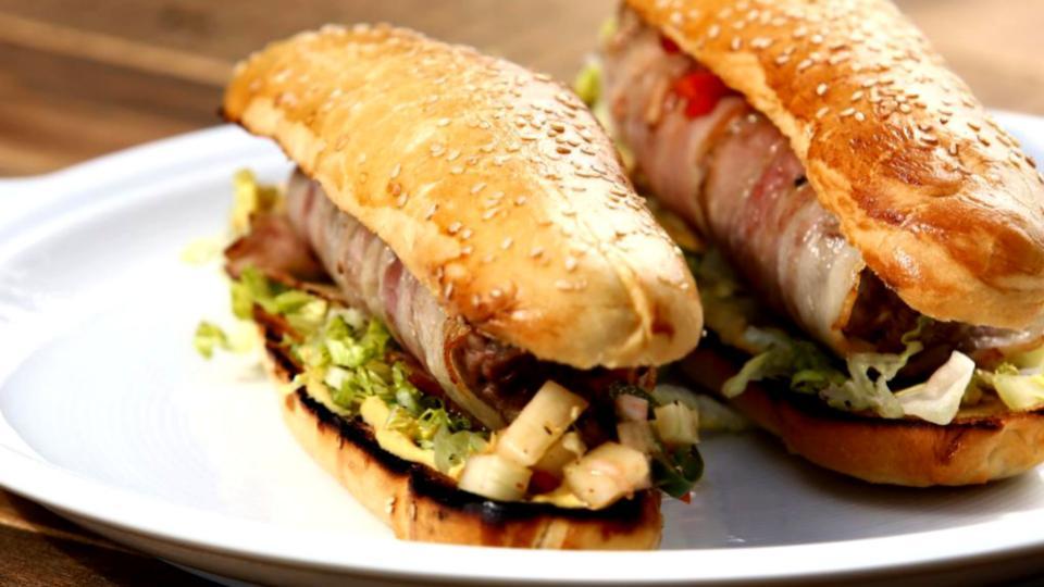 Domácí hot dog s chipotle salsou