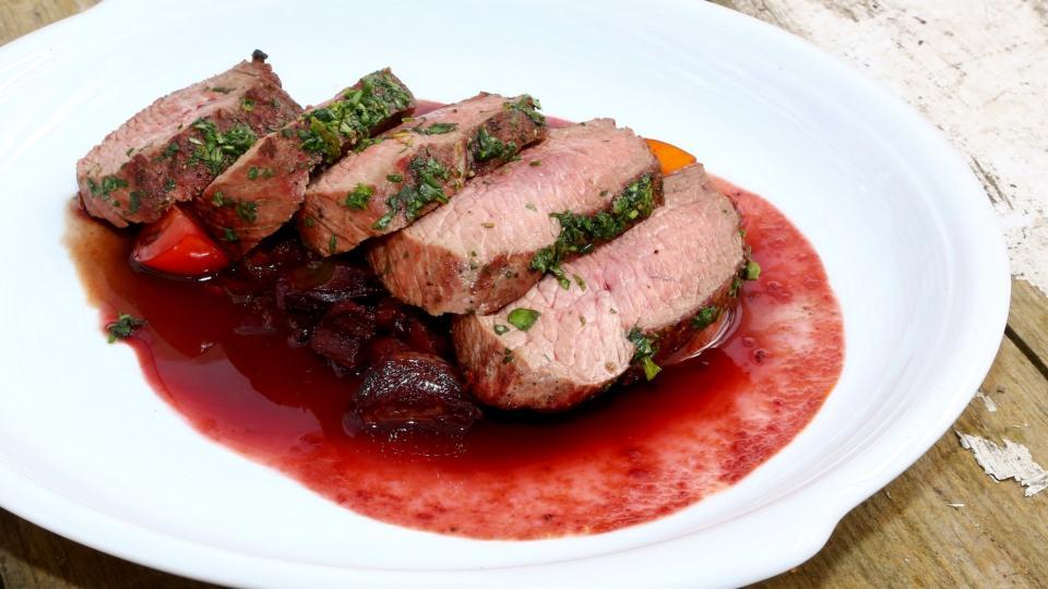 Steak ze pštrosa s omáčkou z vína shiraz
