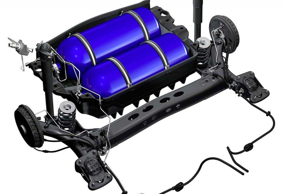 Nově konstruované palivové nádrže na zemní plyn jsou bezpečně uloženy v zadní části vozu