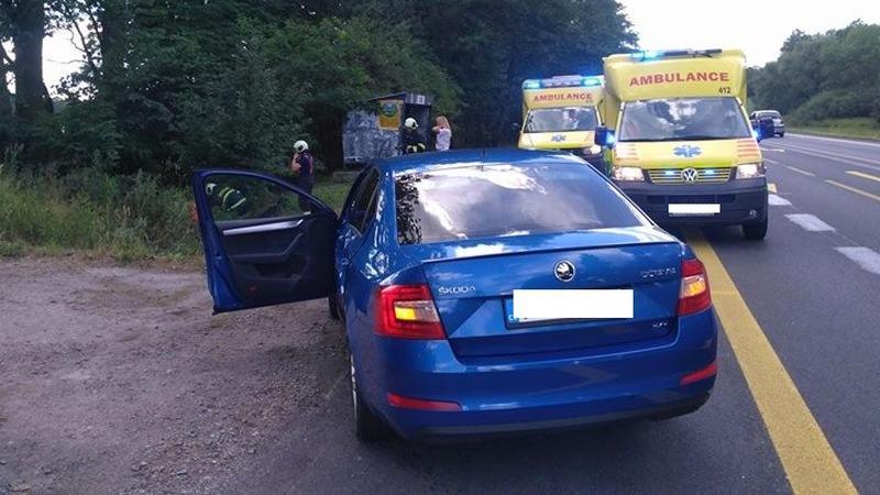 Policejní neoznačená Škoda Octavia po nehodě