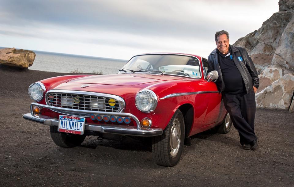 Irv Gordon se svým Volvem P1800. Motor je původní i po pěti milionech kilometrů.