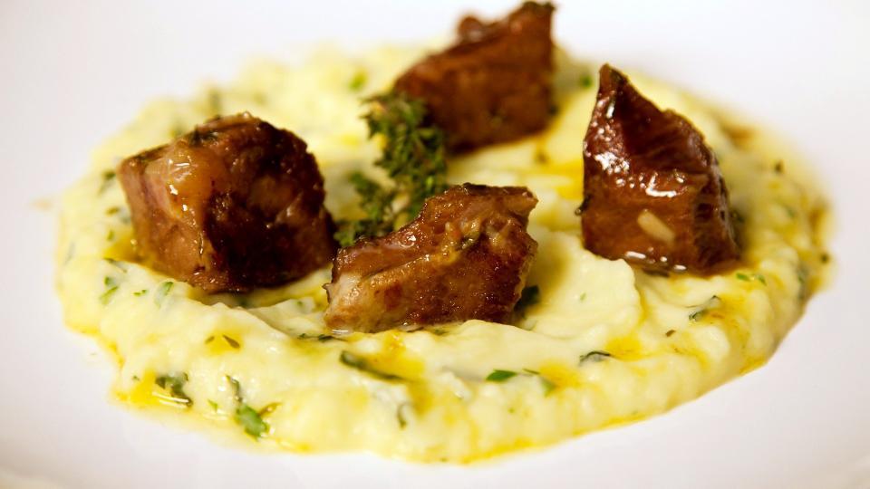 Testina di vitello con pure di patate alle erbe (Telecí líčka s bramborovým pyré a bylinkami)