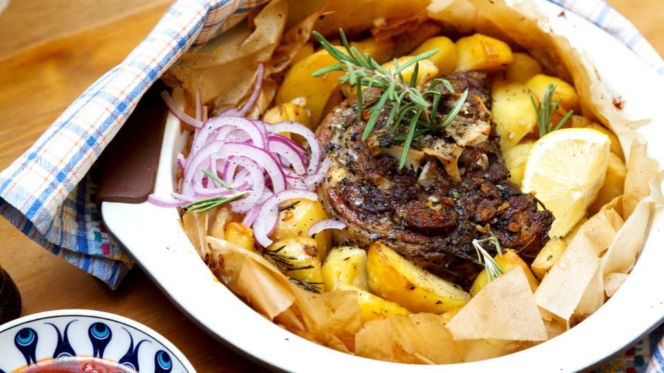 Abbacchio al forno con aglio e limone (Pečené jehněčí na citronu a česneku)